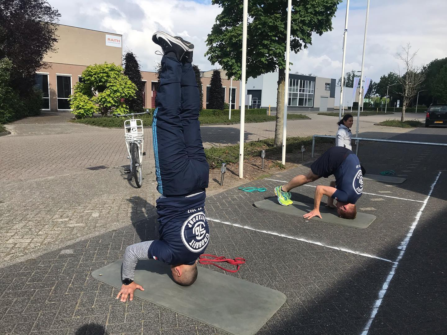!2 Headstand