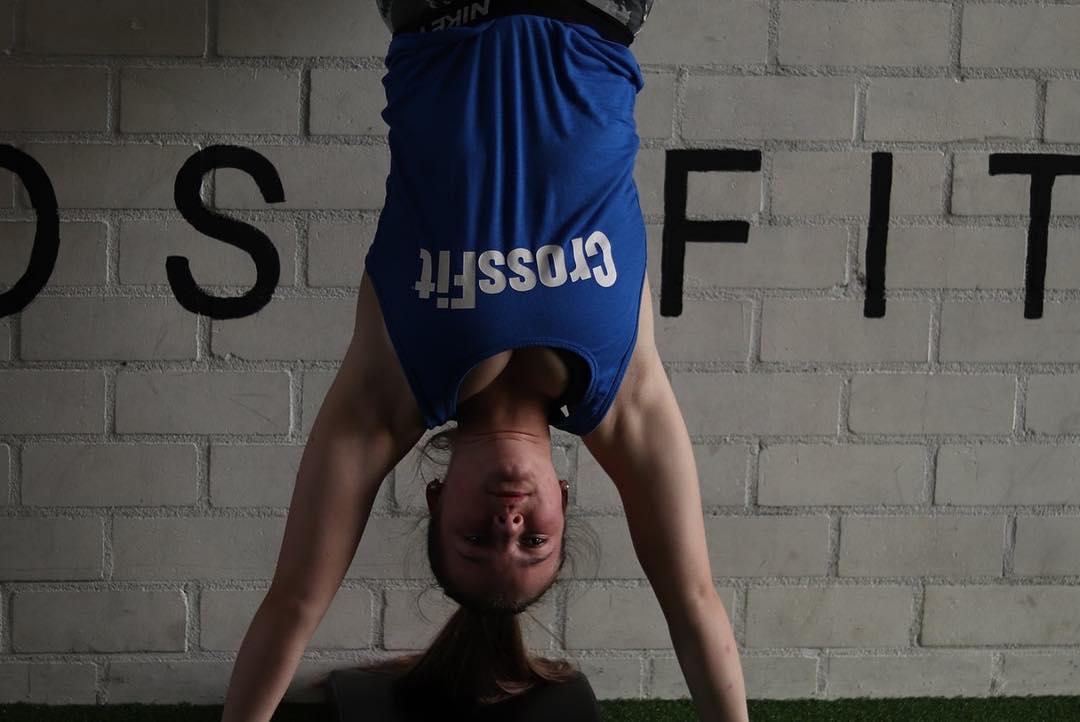 !4 handstand